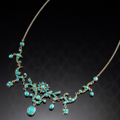 AN ANTIQUE VICTORIAN NECKLET OF TURQUOISE CABACHONS IN A GILDED MOUNT