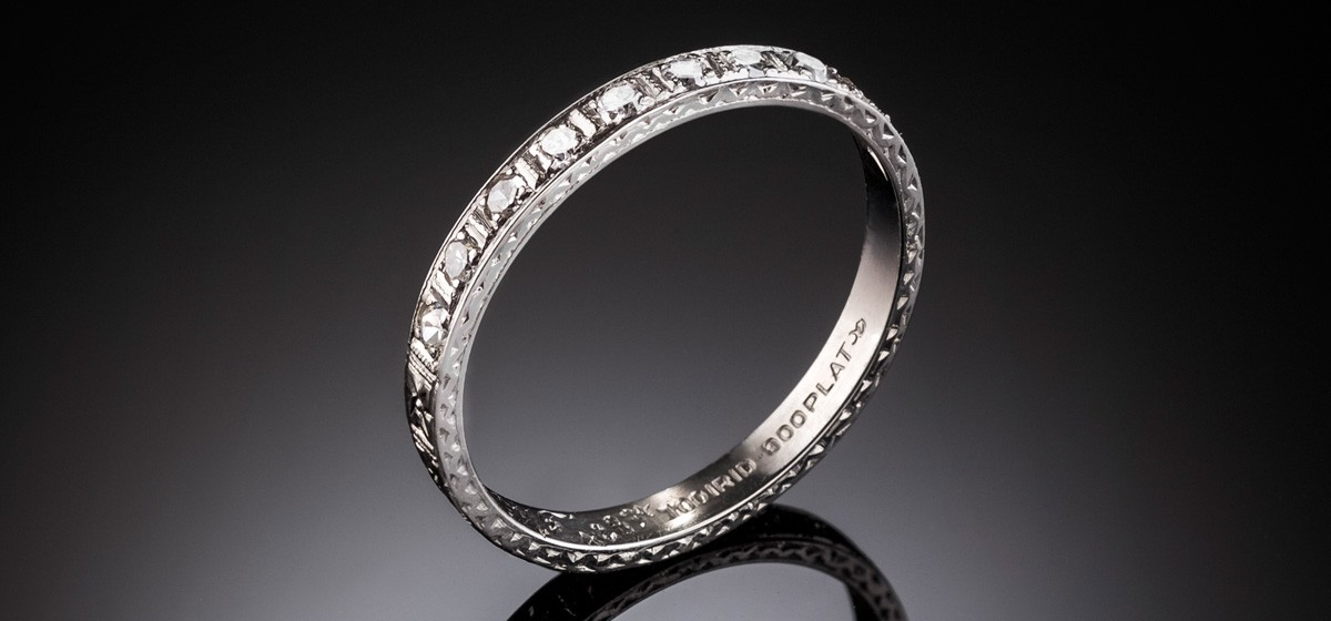 An Art Deco platinum/iridium band, the top with ten diamonds, millegrain and engraving