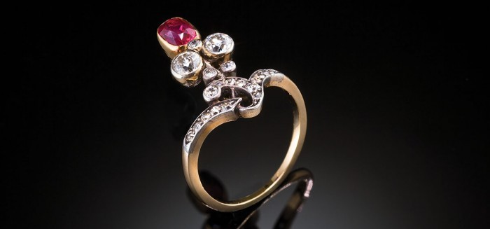 An antique Giardinetto ruby and diamond ring