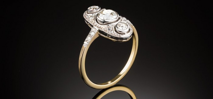 An early Art Deco three diamond up finger ring