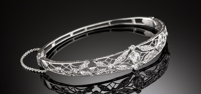 1930s old brilliant cut and white gold diamond hinged bangle