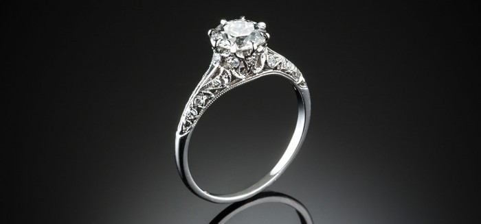 An Art Deco coronet set platinum mounted diamond ring
