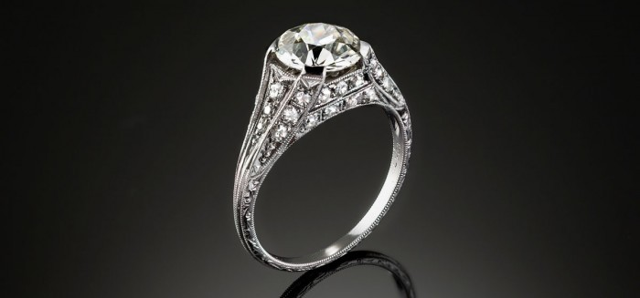 An Art Deco diamond and geometric patterned mount ring