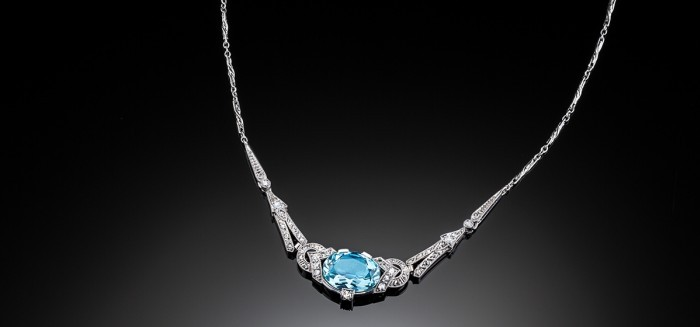 An Art Deco aquamarine and diamond necklet set in white gold