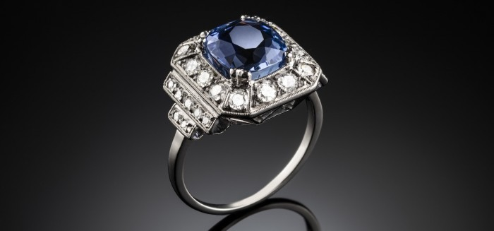 Art deco french large certified sapphire and diamond platinum set ring